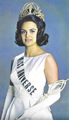 Miss Universo 1964 Corinna Tsopei - Grecia anos - cm) Mis Universe, Miss America, Beautiful Inside And Out, Miss World, Retro Hairstyles, Beauty Pageant, Special People, Celebs, Celebrities