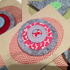 Round felt brooch with retro button. Available with different coloured fabric and buttons.