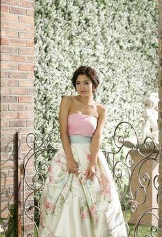 I'm pretty sure this is a korean hanbok :) Ethnic Wedding, Floral Wedding, Modern Hanbok, Wedding Attire, Wedding Dresses, Short Long Dresses, Korean Wedding, Sophisticated Wedding, Korean Dress