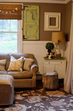 A trash picker, flea market diy home tour Home Living Room, Living Room Decor, Cottage Living, Country Living, Flea Market Style, Painted Cottage, Brown Walls, Eclectic Decor, Eclectic Design