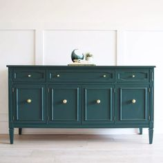 Dining Room Sideboard painted in Hunter Green by Benjamin Moore Gold Painted Furniture, Painted Sideboard, Painted Buffet, Green Furniture, Trendy Furniture, Refurbished Furniture, Colorful Furniture, Paint Furniture, Repurposed Furniture