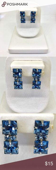 Aquamarine Rhinestone Screw Back Earrings True vintage aquamarine rhinestone silver tone screw back earrings. Two square cut light blue faux aquamarine color rhinestones set on top of each other in silver tone metal with prongs. Two light blue smaller circle rhinestones set next to each other in the middle. Non-pierced. Very small chip in the top right corner of blue rhinestone in one of the earrings. Slight chipping of silver metal on the back of both earrings. Not stamped or signed. 9 mm…