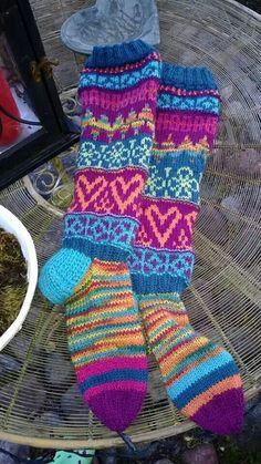 Fair isle socks Fair Isle Knitting, Knitting Socks, Hand Knitting, Knit Socks, Knitting Designs, Knitting Projects, Knitting Patterns, Lots Of Socks, Cosy Socks