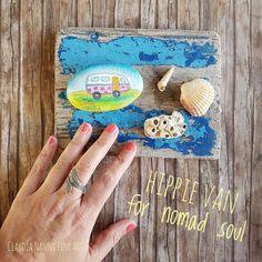 Hippie van - hand painted sea stone - lovely Boho Wedding favor - Peace and love - little gift for boho girls - unique boho gift
