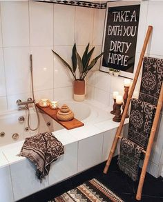 bohemian Bohemian decor is a blend of different impressive decoration ideas. You can also call it a free-style or hippie decor. The basic purpose of this decoration is to give the place a wa Warm Home Decor, Hippie Home Decor, Stylish Home Decor, Bohemian Decor, Diy Home Decor, Bohemian Living, Hippie Apartment Decor, Bohemian Style, Boho Chic