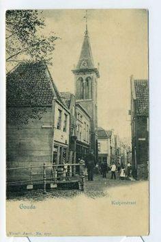St. Barbarabrug over de Raam  Op deze fotokaart van rond 1900 zien wij de brug vanaf de Houtenstraat en kijken de Kuiperstraat in.