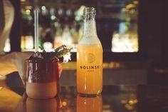 The Sailor par Paolo Calvera  .Dans un shaker rempli de glace versez 5 cl de Mezcal infusé au Thym, 2,5 cl de citron vert, 2 cl de noix de Saint Jean .Shaker le tout .Compléter avec de la Ginger Beer .Verser le tout dans une petite bouteille .Décorer avec une tige de Thym  #nolinskiparis #cocktailsdunolinski #grandsalon #evokhotelscollection
