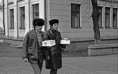 Фотографии, закоторые авторов уволили сработы: «Поход джентльменов в гости», Новокузнецк, 1980 год