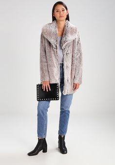 Dorothy Perkins SHAWL FUR COAT - Wintermantel - grey für 89,95 € (14.01.18) versandkostenfrei bei Zalando bestellen. Fur Jacket, Fur Coat, Winter Coat, Shawl, Grey, Sweaters, Jackets, Fashion, Trending Fashion