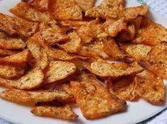 Očištěný celer nakrájíme na tenké cca 3 mm plátky. Olej smícháme s kořením a papikou a celer stejnoměrně obalíme.Přichystáme plech s pečícím... Vegetable Recipes, Vegetarian Recipes, Healthy Recipes, Healthy Cooking, Healthy Snacks, Czech Recipes, Ethnic Recipes, Home Food, Cooking Light