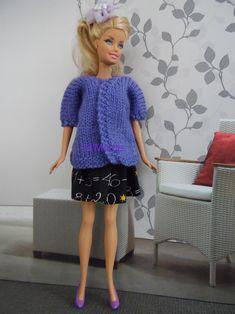 Ensemble jupe noire avec chiffres imprimés, bustier parme avec perles, veste mauve en vente sur le site www.tit-mome.fr Barbie Clothes, Barbie Dolls, Accessoires Barbie, Barbie Life, Bustier, Lace Skirt, Couture, Skirts, Fashion