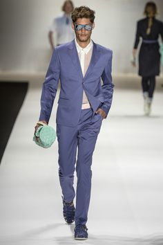 BRASIL S/S 15 | FASHION RIO | TNG. The blue reigns on the catwalk. Love the sandals. | FFW.com.br