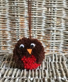 Christmas robin hanging pom pom decoration - a pompomette for your home! From Little Pea Handmade on Etsy