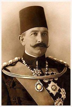 الخديوي عباس حلمي الثاني خديوي مصر 1892 إلى عزله في 1914 كان رجلا وطنيا وقف في وجه الانجليز