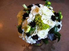 Wedding bouquet, citrus, green, black and white