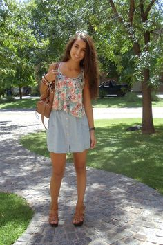 i have a floral top like that! :o