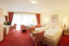 Blick in eines der Hotelzimmer / view into one of the hotel rooms | H+ Hotel Alpina Garmisch-Partenkirchen