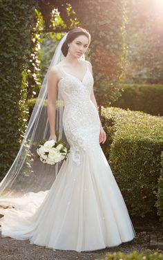 No one does romantic wedding dresses quite like Martina Liana. The Spring 2017 bridal collection brings traditional elements into modern designs. Mermaid Dresses, Bridal Dresses, Bridesmaid Dresses, Mehandi Designs, Designer Wedding Dresses, Wedding Gowns, Wedding Dress Gallery, 2017 Bridal, Amazing Wedding Dress