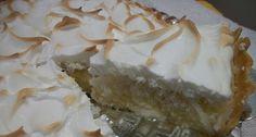 A Torta Gelada de Coco é a opção perfeita de sobremesa para você servir os familiares e convidados. Com certeza, eles vão adorar! Veja Também:Torta Mousse