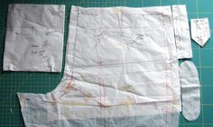 Pattern pieces for BWOF Cut the interfacing with pinking shears using the pocket binding pattern and round the ends. Mark the darts, the ends of the pocket opening and seam lines. Sewing Hacks, Sewing Crafts, Sewing Tips, Sewing Pockets, Pinking Shears, Pattern Drafting, Fashion Sewing, Sewing Techniques, Welt Pocket