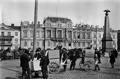 Signe Brander: Näin kauppasivat venäläiset jäätelöä Kauppatorilla Keisarinnan kiven luona vuonna 1907.