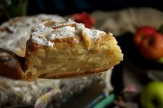 Tarta de manzana francesa, un clásico de rechupete | Cocina Delicious Deserts, Yummy Food, Fall Recipes, Holiday Recipes, Graham Cracker Cake, French Apple Cake, Dessert Cake Recipes, Big Cakes, Different Cakes