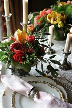 ~Fresh flowers for your table setting. Elegant Dinner Party, Elegant Table, Colorful Roses, Fresh Flowers, Beautiful Table Settings, Flower Farm, Decoration Table, Fine Dining, Tablescapes