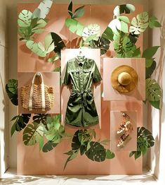 Find tips and tricks, amazing ideas for Store window displays. Discover and try out new things about Store window displays site Boutique Window Displays, Window Display Retail, Window Display Design, Retail Windows, Store Windows, Store Displays, Fashion Window Display, Display Windows, Wall Design