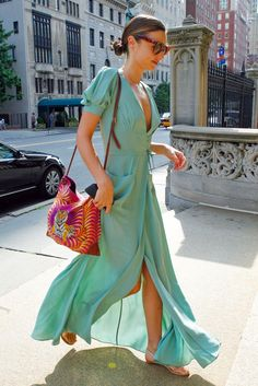 A simple, but totally gorgeous look on Miranda Kerr. Perfect for beating the heat!