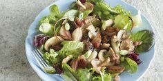 Boodschappen - Salade met bospaddenstoelen en gekonfijte sjalotjes Sprouts, Potato Salad, Potatoes, Vegetables, Ethnic Recipes, Food, Salad, Potato, Essen