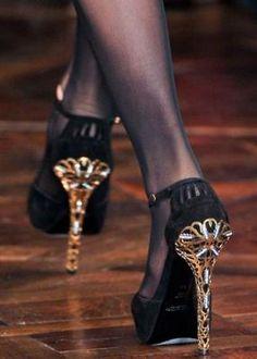 ⌤  #black #gold #shoes #pump