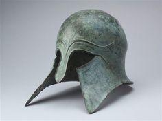 Casco griego de tipo Corintio (último tercio del siglo VI). Supuestamente procedente de Olimpia. Museo del Louvre. Inv. nº BR1100.