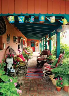 40 ideas for patios. South-of-the-border style patio. Willow chairs invite lounging on this large front porch, which doubles as a gallery for a festive collection of Mexican artifacts. Mexican Patio, Mexican Garden, Mexican Home Decor, Mexican Hacienda, Mexican Courtyard, Mexican Interior Design, Outdoor Rooms, Outdoor Living, Deco Boheme