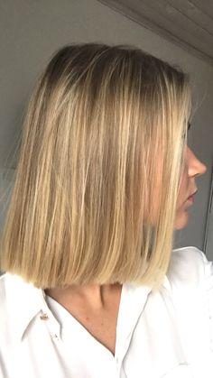 Beautiful highlights and a bob. Beige Blonde Hair, Blonde Hair Looks, Short Hair Fashion Outfits, Hair Inspo, Hair Inspiration, Short Hair Cuts, Short Hair Styles, Cabello Hair, Big Hair