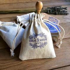 detalles de boda bolsitas de tela para arroz o lavanda Burlap, Reusable Tote Bags, Diy, Instagram Posts, Bag Design, Weeding, Wrapping, Sachets, Fabric Purses