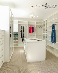 Merveilleux A Simply Exquisite White Melamine Walk In Closet With A Six Level Drawer  Dresser