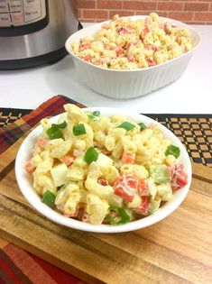 Easy instant pot macaroni salad recipe - mom makes dinner Cookout Side Dishes, Side Dishes Easy, Salad Recipes Video, Healthy Salad Recipes, Macaroni Salad, Pasta Salad, Easy Homemade Recipes, Instant Pot Pressure Cooker, Recipe For Mom