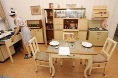 Unikátní výstava o jídle a stolování - Takhle baštili naši předci - AHA. Drafting Desk, Office Desk, Corner Desk, Table Settings, Furniture, Advent, Home Decor, Police, Cottage