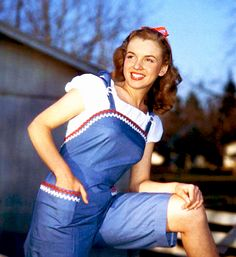 Norma Jeane photographed by Richard C. Miller in 1946.                                                                                                                                                                                 Mais