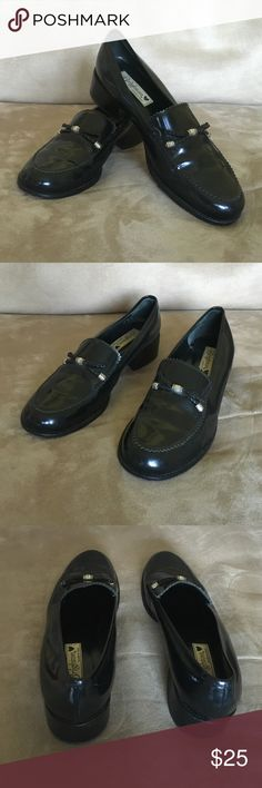 """Brighton Italian leather 9M black Donna loafers Classic stylish high quality Brighton Italian black leather loafers in a size medium with a beautiful leather braided bow and distinct metal imprinted Brighton detailing. Heel on loafer is 1.5"""" high. Leather is shiny black but not a true patent leather shoes have been worn a couple times but are in excellent condition. Brighton Shoes Flats & Loafers"""