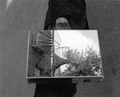 The Mirror Suitcase Man par Rui Calcada Bastos