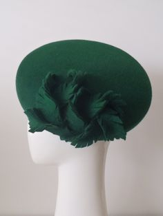 Miss Green. Felt oval beret hat for women. Trimmed with a tangle… Fascinator Hats, Headpiece, How To Make Fascinators, Miss Green, Green Hats, Green Beret, Forever Green, Cocktail Hat, Fancy Hats