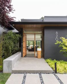 Mid Century House Exterior Design The Best Looks Natural 18 Container Home Designs, Exterior House Colors, Exterior Design, Exterior Shutters, Exterior Paint, Renovation Facade, Modern Front Door, House With Porch, Transitional House