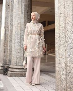 100+ Model Baju Kebaya Pesta Terbaru 2020, Anggun dan Elegan – WIKIPIE.CO.ID Kebaya Modern Hijab, Model Kebaya Modern, Kebaya Hijab, Kebaya Dress, Modern Hijab Fashion, Hijab Fashion Inspiration, Muslim Fashion, Abaya Fashion, Dress Brukat
