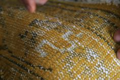 On the coloured vintage carpets, the versatile craftsmen weave in special stitchery, according to the designs of Claudia Caviezel. Textile Design, Carpets, Craftsman, Designer, Weave, Dots, How To Make, Vintage, Color