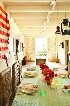 Romantic Design Trends: Farmhouse Style - Home Decorating Ideas #romantichomes