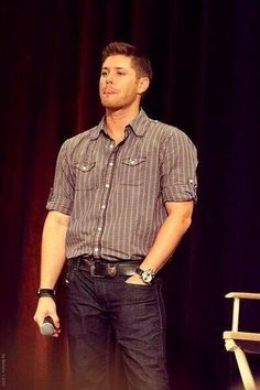 He makes a rolled up sleeves shirt look sooooo good, well I guess he can make anything look good ;)