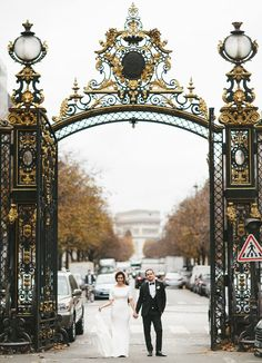 Modern Paris Elopement with l'Arc du Triomphe in the background!