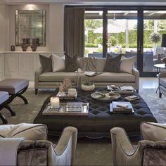 Ett vardagsrum för de som föredrar ett beige färgspektrum