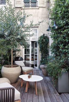 14 of our favourite Parisian houses - Vogue Australia Garden Pool, Terrace Garden, Backyard Patio, Backyard Landscaping, Party Garden, Garden Beds, Indoor Garden, Small Courtyard Gardens, Small Courtyards